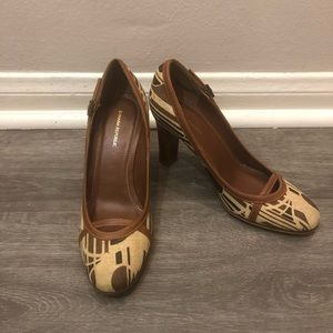 BANANA REPUBLIC, tan and brown, KITTEN HEELS